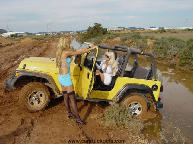 ibiza girls jeep stuck 002